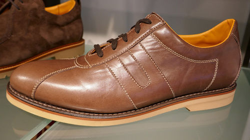 Leather shoe horse hide 01.jpg